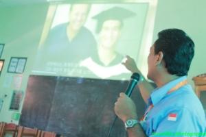 relawan bercerita tengtang orang cacat yang sukses